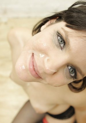 Five blacks flooded with cum face on her knees Bobbi Starr Picture 15