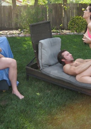 4 men fry three brunettes on sun loungers in the courtyard of the mansion Picture 8